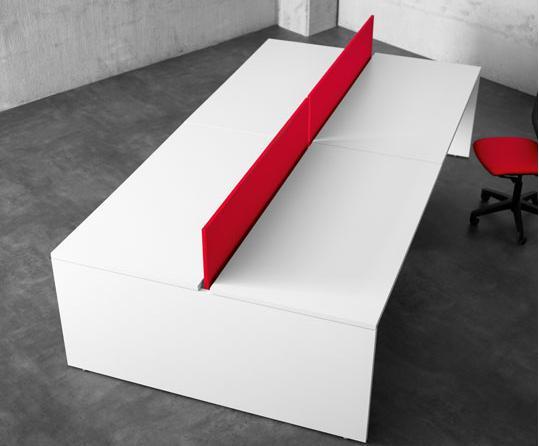 Mesa block color blanco con divisor rojo