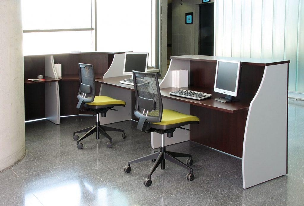 Mostradores espacio de recepción espacio con diferentes acabados vista interior