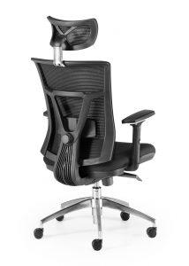 silla ergonómia sincro respaldo y cabezal en malla negra asiento tapizado en tela negra brazos regulables