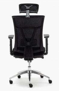 Silla de oficina sincro respaldo y cabezal en malla negra asiento tapizado en tela negra brazos regulables