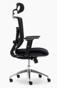 Silla de oficina sillas Ankara sincro respaldo y cabezal en malla negra asiento tapizado en tela negra brazos regulables