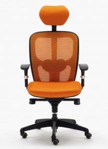 Silla Boston mecanizado sincro con brazos regulables asiento tapizado respaldo en malla con cabezal color naranja