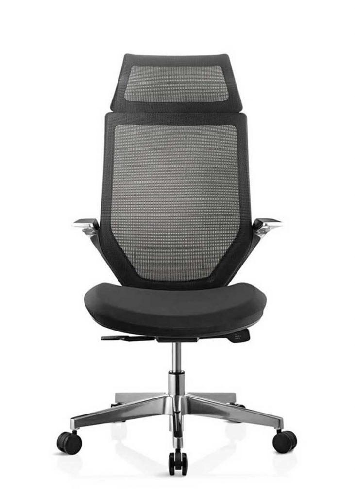 Sillas Tokio CGN respaldo en malla negra asiento tapizado en tela negra sistema sincron brazos y base en aluminio pulido con cabezal .