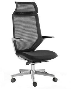 Silla Tokio respaldo en malla negra asiento tapizado en tela negra sistema sincron brazos y base en aluminio pulido con cabezal .