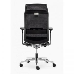Sillas Toronto AGN con cabezal y respaldo en malla negra sistema sincro elevación por pistón asiento tapizado en tela negra brazos regulables y apoyo lumbar, base aluminio pulido.
