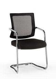 Silla Dallas respaldo en malla negra, asiento tapizado en tela negra base patín cromado, brazos cromados con o sin protectores