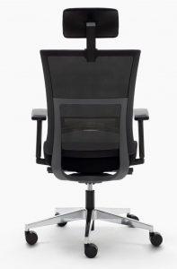 Silla Atlanta respaldo en malla negra con cabezal regulable sistema sincro elevación por pistón brazos regulables asiento tapizado en tela negra base aluminio pulido