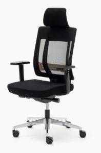 Sillas Montreal AGN mecanizado sincro con respaldo en malla negra y cabezal asiento tapizado en tela negra, brazos regulables, base aluminio pulido.