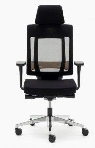 Silla Montreal AGN mecanizado sincro con respaldo en malla negra y cabezal asiento tapizado en tela negra, brazos regulables, base aluminio pulido.